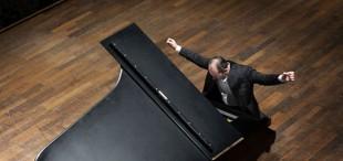 Jura_Margulis performing